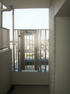 ルーフバルコニー周りの屋根に出るための管理用扉